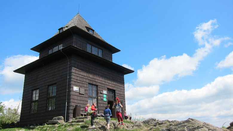 Aussichtsturm auf dem Berg Sitno