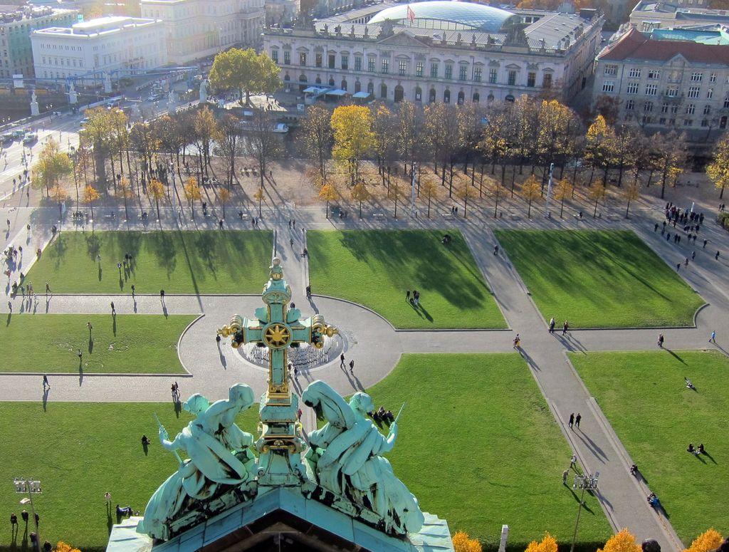 Berlín, Lustgarten pred Berlínskym dómom